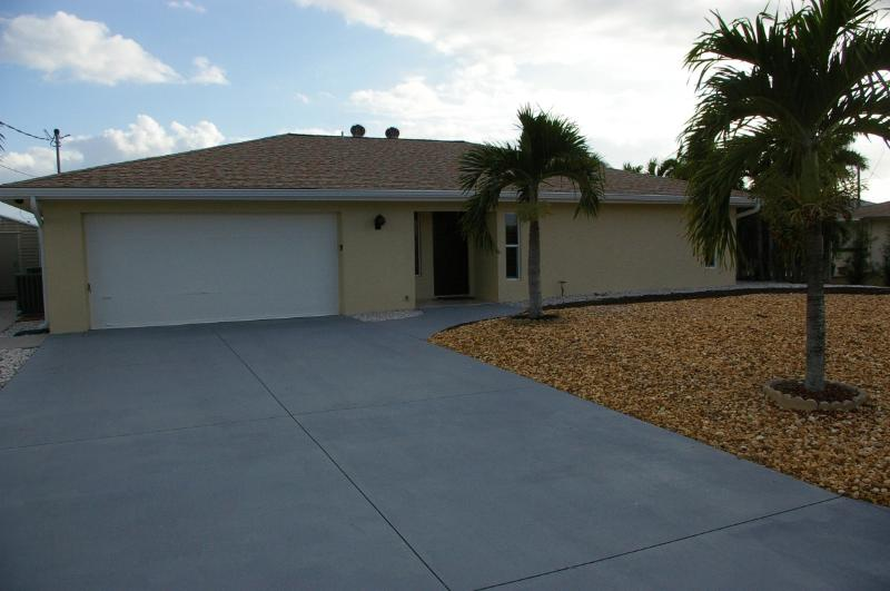 front of the house - 2brm,2btr, house  , 200 yards from the beach - Fort Myers Beach - rentals