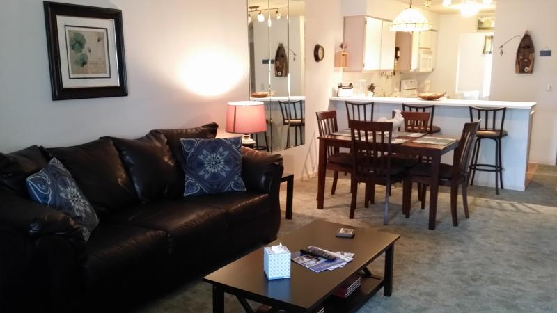 Living Room/Dining Room - Pointe Royale Cute 2 BR*Pet Friendly*WiFi*Pools*Bar/Grill*Fishing*Boat Access* - Branson - rentals
