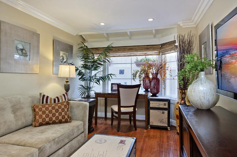 Comfortable Living Room - Jasmine North Laguna! Monthly Rental!!! - Laguna Beach - rentals