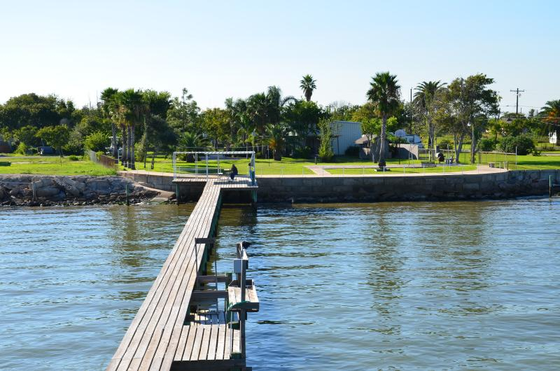 LOOKING FOR RELAXATION ON GALVESTON BAY @ SAN LEON - Image 1 - San Leon - rentals