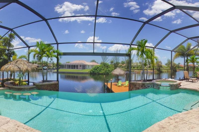 Infinity edge electric and solar heated pool - Luxury waterfront home with stunning pool! - Cape Coral - rentals