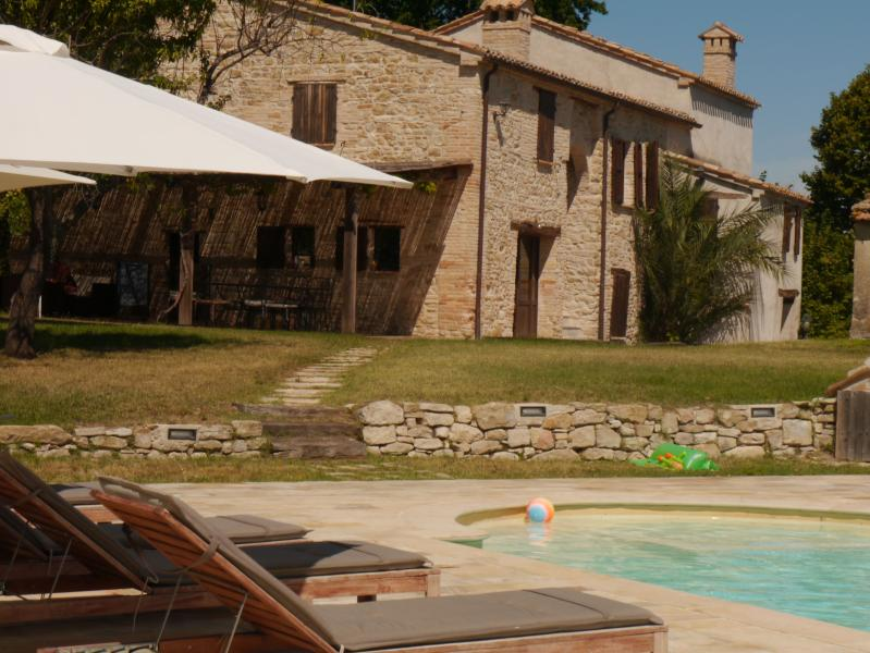 Poolside view of villa - Secluded and luxurious - Restored, Villa Marchessa - Cingoli - rentals