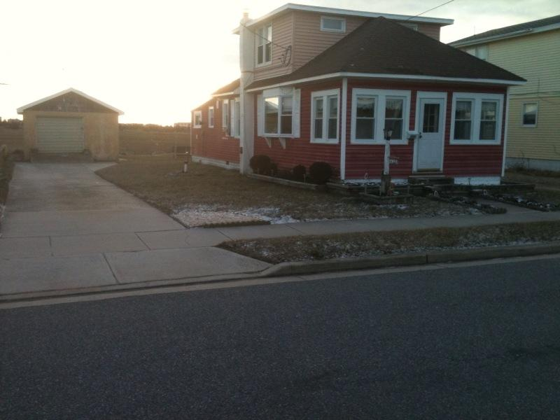 Front View of Single Family Home,with Large Driveway - 4 Bedroom, Single Family Home, North Wildwood - North Wildwood - rentals