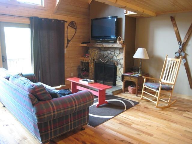 Living Room - Tree Top Getaway in NC Mountains-NOW HAS WIFI! - Fleetwood - rentals