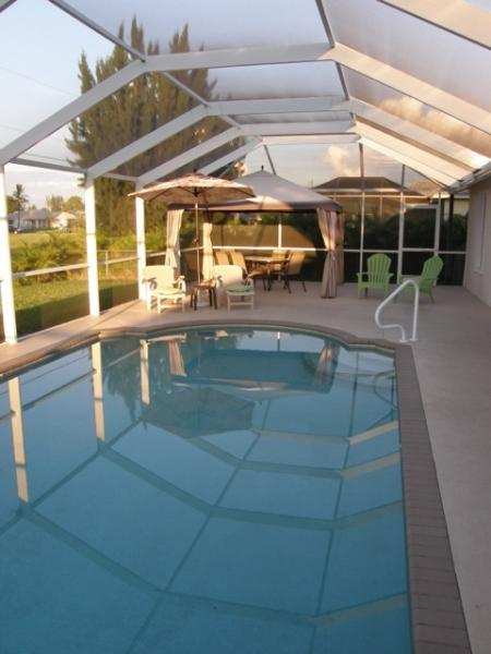 Pool Area - Villa Pia - Cape Coral - beautiful Pool - Cape Coral - rentals