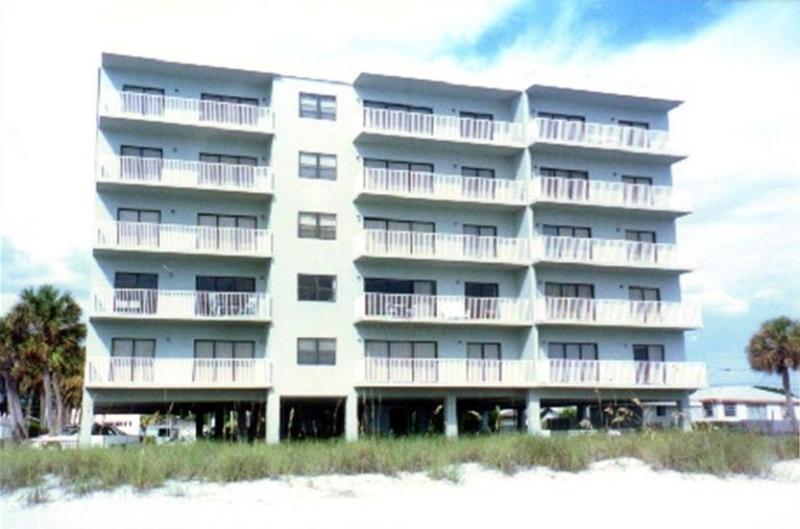 Beachfront building - Collwood, 2 bedroom Gulffront Luxury Condo - Madeira Beach - rentals