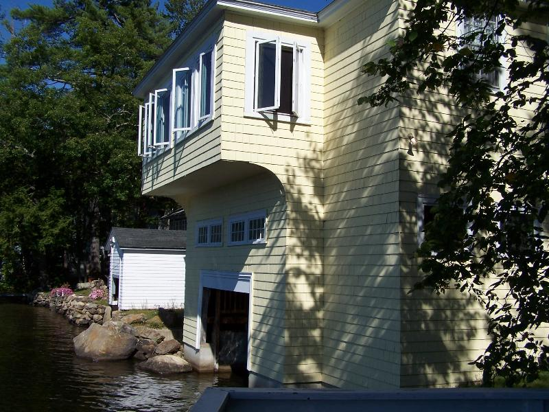 BEAUTIFUL LAKEFRONT SUMMER HOME - Image 1 - Franklin - rentals