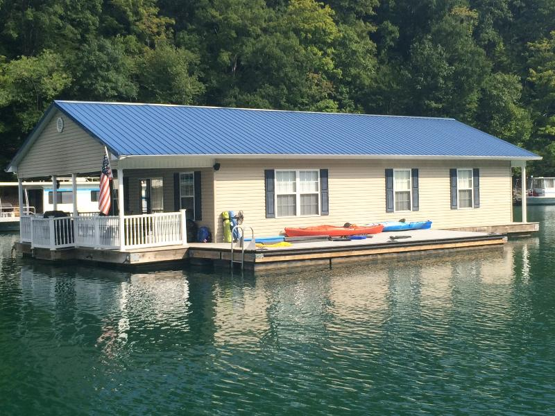 Bring your kayaks, seadoos, and other toys! - Attitude Adjustment - Norris Lake Floating House - La Follette - rentals