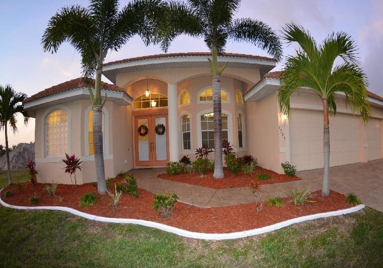 GULF ACCESS 3 bedroom 3 Bath , Villa Cape Harbor. - Gulf A Newly Built 3 Bdr, Home,Villa with Pool - Cape Coral - rentals