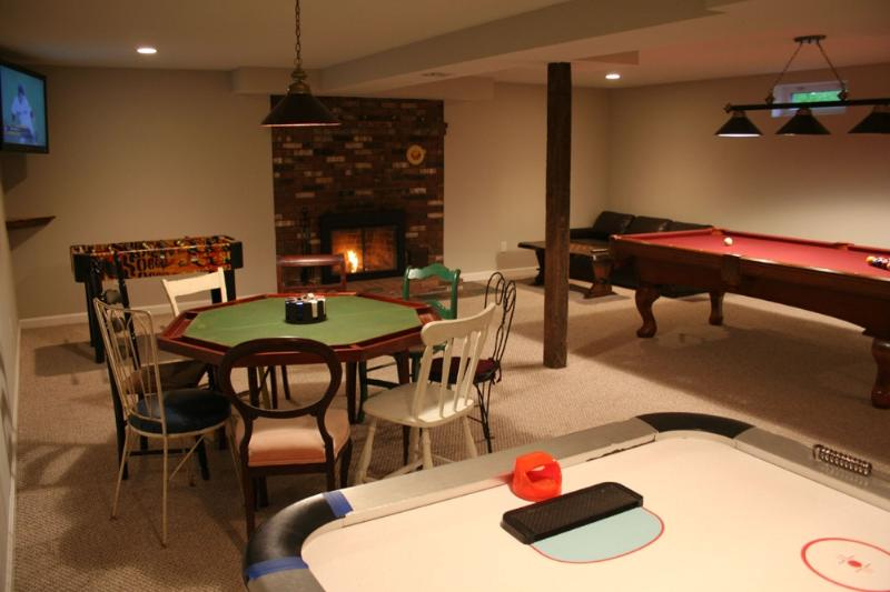 "game room w/42"" flatscreen, pool table, poker table, air hockey, foosball, bar - Maple View House 3 fireplaces, sauna, jet tub, 4 TVs, deck, grill, fire pit - North Conway - rentals"