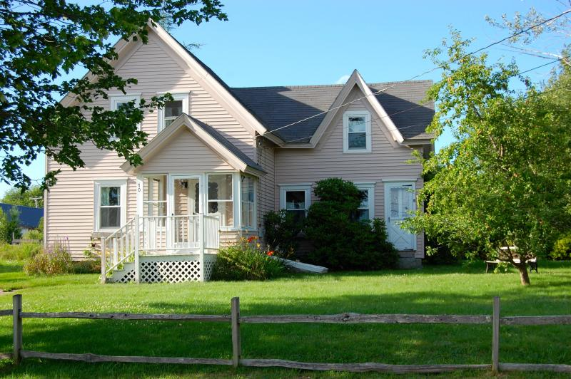 Cottage built in 1892 and completely renovated in 2013. - Charming Coastal Cottage in Prospect Harbor - Prospect Harbor - rentals