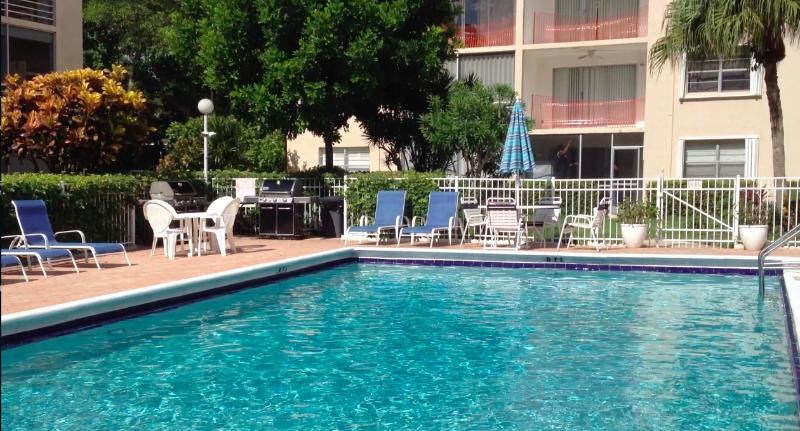 Condo garden by the sea Pompano Beach - Image 1 - Pompano Beach - rentals