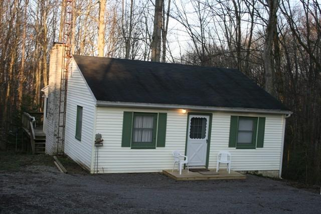 Cozy Cabin, propety adjoining Burr Oak State Park - Image 1 - Glouster - rentals