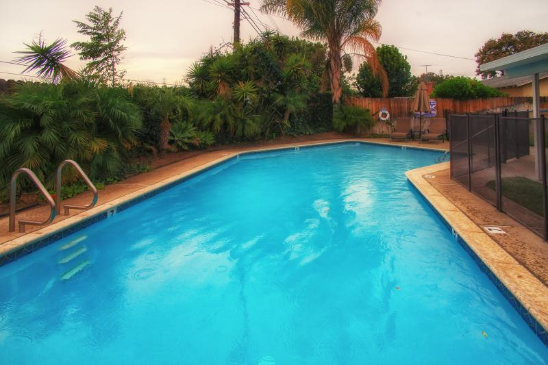 Private Heated Swimming Pool - Walk to Disneyland! Call Now! - Anaheim - rentals