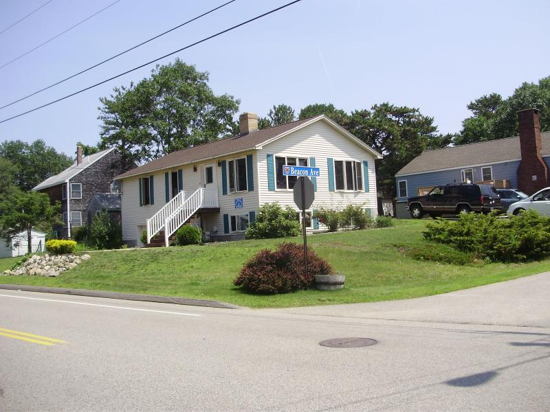 OUTSIDE FRONT - RICKY & LUCY - Sleep 8+, WIFI, A/C.  Beach nearby - Saco - rentals