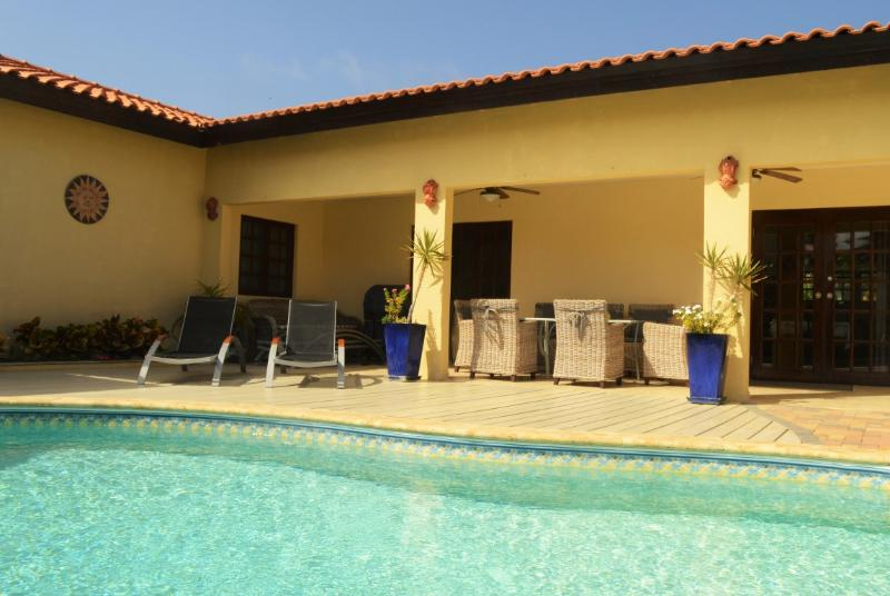 pool area and patio with BBQ - Villa Opal Noord, private pool, 500 yards to Beach - Oranjestad - rentals
