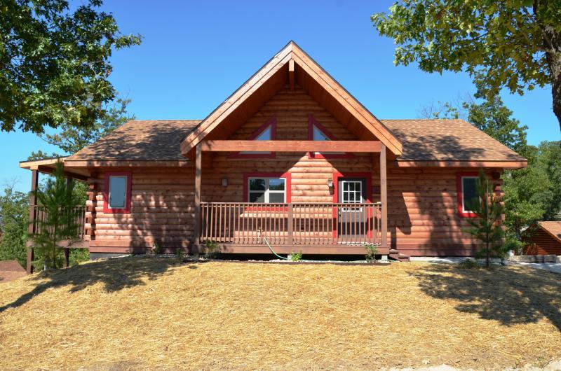 Amazing 6 Bdrm 5 Bth All Wood Cabin w/Spa SPECIALS - Image 1 - Ridgedale - rentals