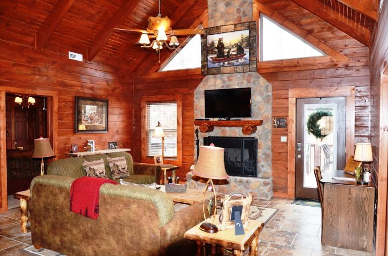 Wood burning fireplace all wood log cabin - AMAZING 4 BD 4 BTH CABINS,HOTTUB,GRILL, SPECIALS - Branson - rentals