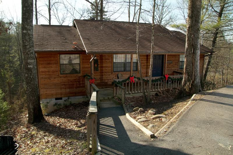 Park right in front, no steps leading into Pine Ridge. A beautiful setting! - Close To Dollywood - 2 Bedroom View & Amenities!! - Sevierville - rentals