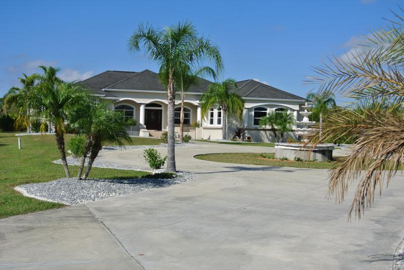 Luxury Villa on Canal - Image 1 - Port Charlotte - rentals