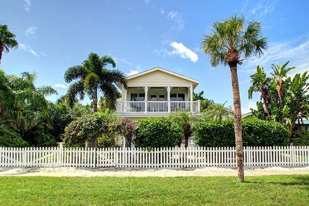 Front SEA BREEZE - 'SEA BREEZE' - Beautiful Clearwater Beach Home - Clearwater Beach - rentals