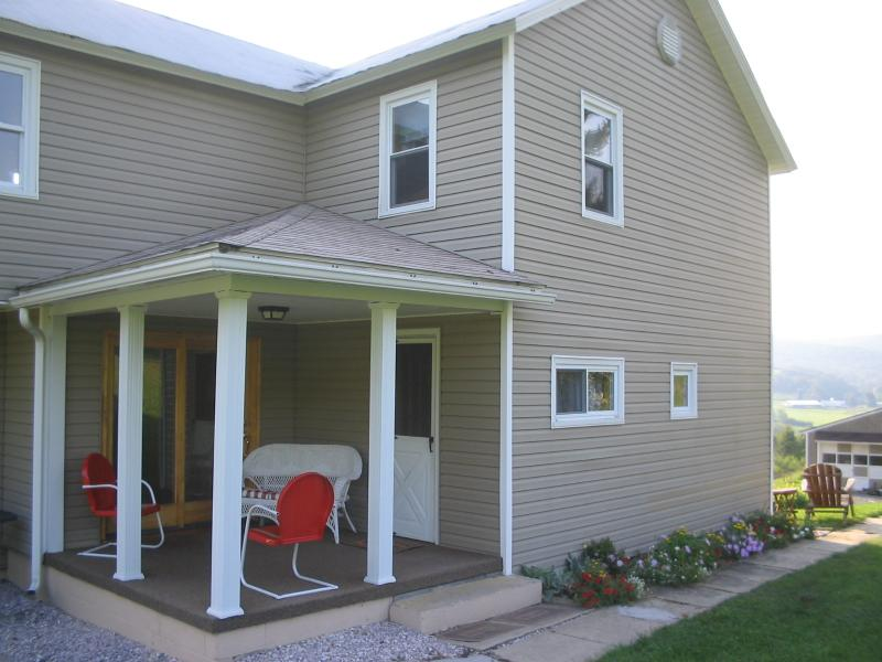 Quiet and private. A great back porch! - Hideaway Hollow Farm, LLC - The Farmhouse - Imler - rentals