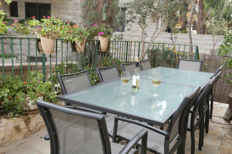 3 BR Kosher Garden Apartment in Rechavia - Image 1 - Jerusalem - rentals