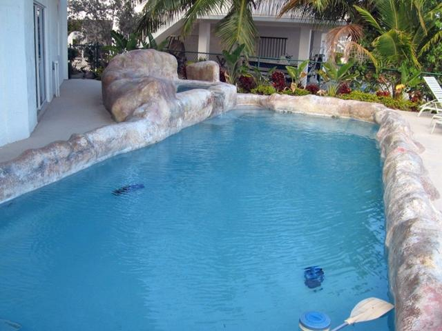heated 15 ft x 30 ft swimming pool, 4 1/2 ft deep all around - Seaside Sanctuary 5 bedroom 5 bath pool home - Tavernier - rentals