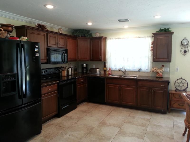 Kitchen, fully stocked. - 2 BED, 2 BATH - 5 MINUTES TO SIESTA KEY BEACH! - Sarasota - rentals