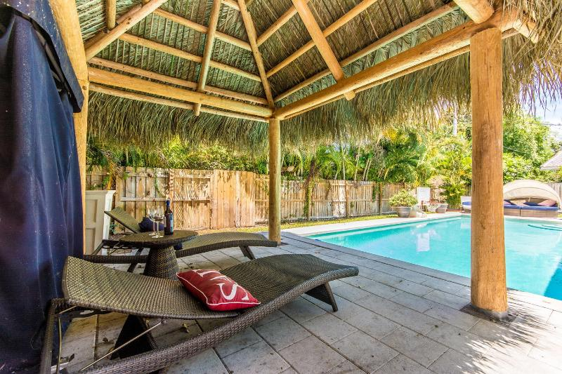 Coral Ridge Tiki Hut Fort Lauderdale by Realestate Gizmo! - Coral Ridge Tiki Hut Vacation Home- mins to Beach! - Fort Lauderdale - rentals