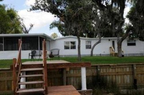 Riverfront Cottage in Ruskin/Sun City - Image 1 - Ruskin - rentals