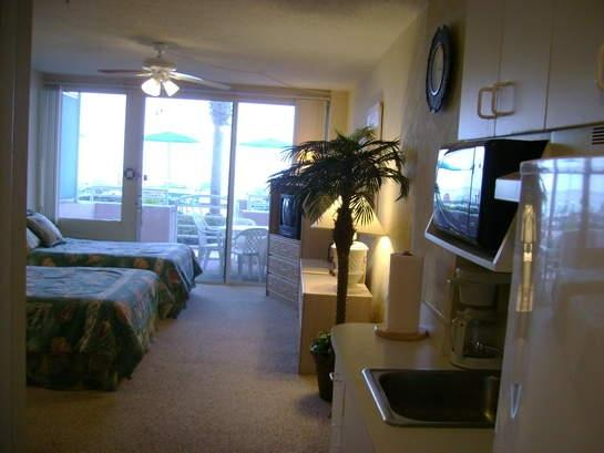 Great view of the Ocean and Pool from the moment you open the door! - Ocean Front Studio, Pool Side Patio, Lg Pool, Jacuzzi, steps away from the Beach - Daytona Beach - rentals