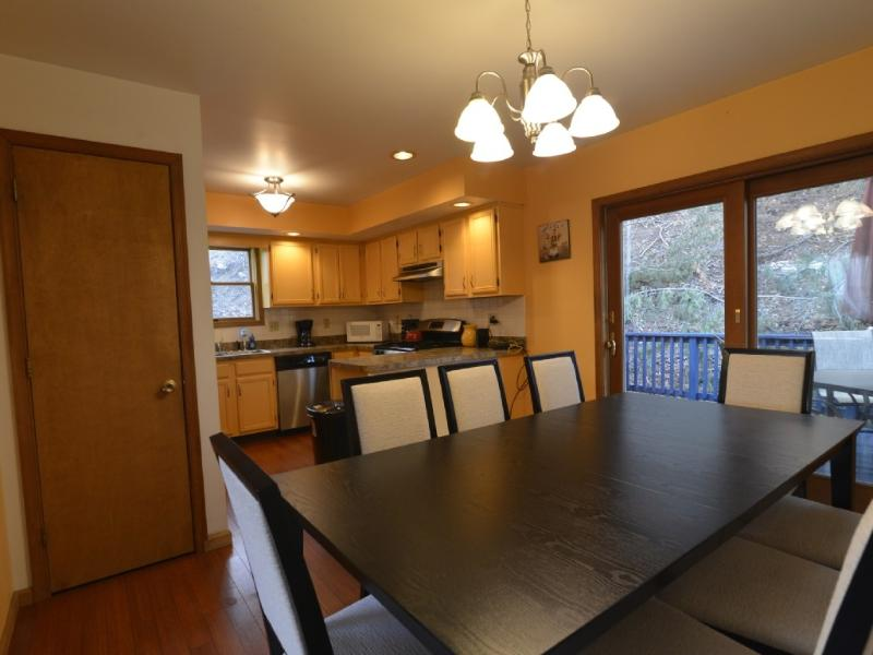Kitchen Dining Room - Gorgeous Home W/Brand New Jacuzzi Hot Tub - Wifi - East Stroudsburg - rentals