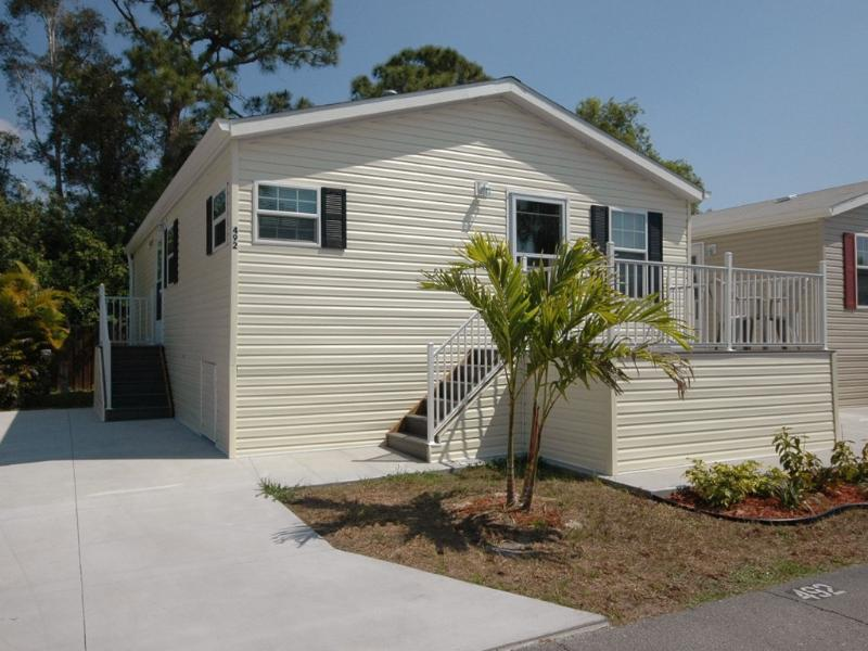 2 Bedroom Cottage on Beautiful 55+ Resort! - Image 1 - Fort Myers - rentals