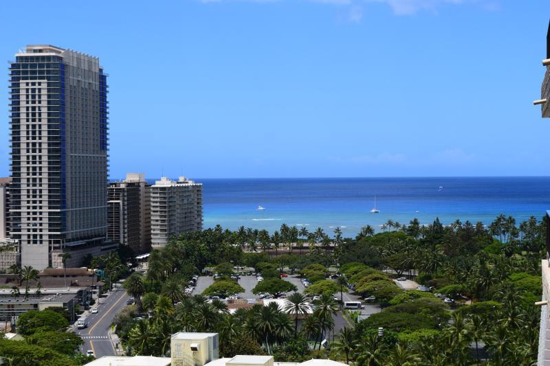 Luxury, ocean view studio in Royal Garden hotel - Image 1 - Honolulu - rentals