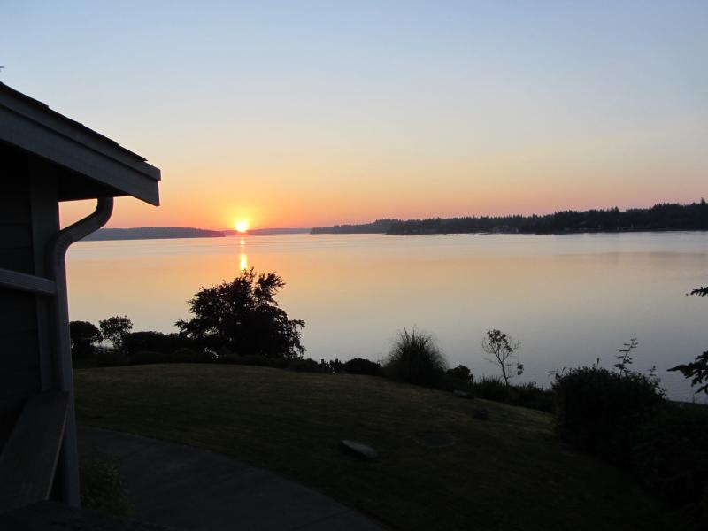 Sun Raise. - Beach Front Estate, Cooper Point. Puget Sound, Oly - Olympia - rentals