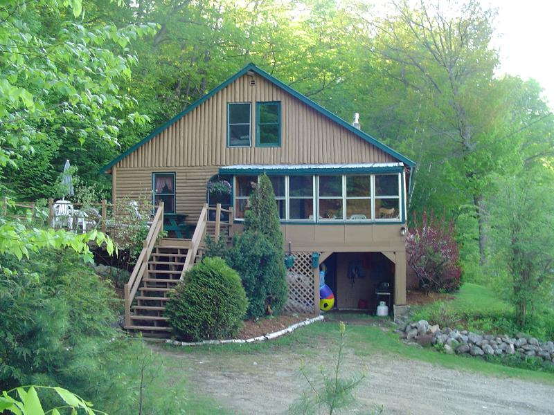 full view of cabin from driveway - WATERFRONT cedar Log Cabin - Greenwood - rentals