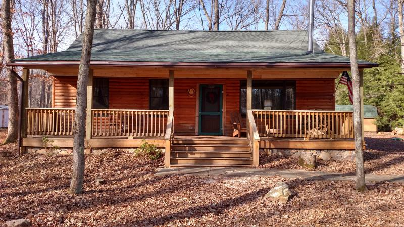New Porch over the front deck. 11/26/15 - POCONOS LOG CABIN VACATION RENTAL - White Haven - rentals