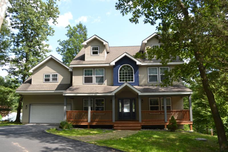 Welcome! - Huge house across Shawnee ski area, pool, tennis. - East Stroudsburg - rentals