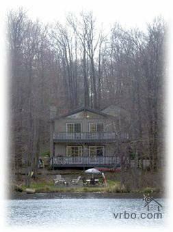 LAKEFRONT BLISS! - LAKEFRONT Pocono Lake House Rental-BOAT- FirePit - Tobyhanna - rentals