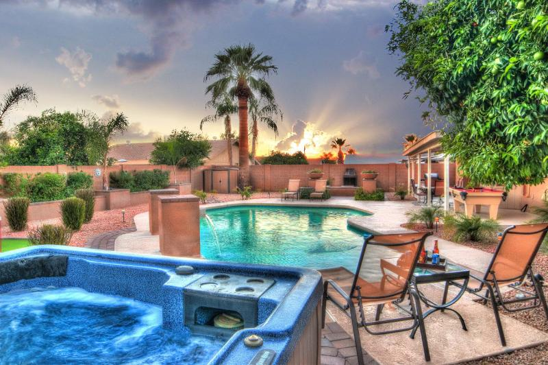 Huge private yard with spa,pool,putting green and pool table. - Prime Location 6BDRM-Heated Pool/Spa/Sleep16 - Scottsdale - rentals