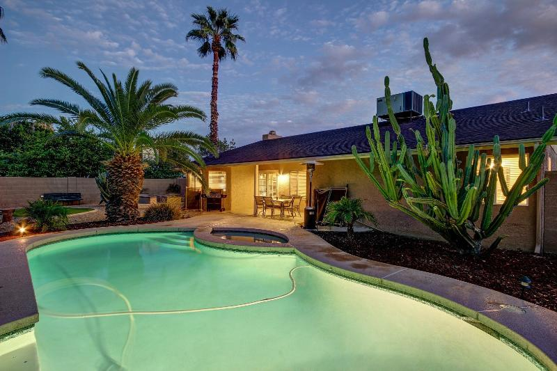 Amazing fully remodeled home minutes to Kierland Commons / Scottsdale Quarter. - Best Location- Heated Pool/Hot Tub/Putt/Pool Table - Scottsdale - rentals