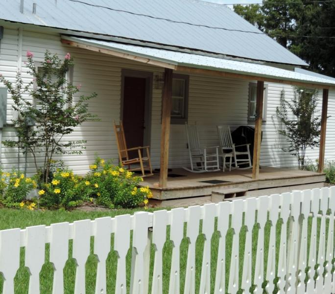 Historic cabin with picket fencing - Book now for summer in Florida with lower rates! - Inverness - rentals