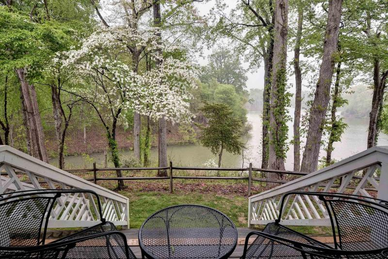 Spring Time View of Wareham\'s Pond - Kingsmill Condo - 3 Bedrooms on Wareham's Pond - Williamsburg - rentals