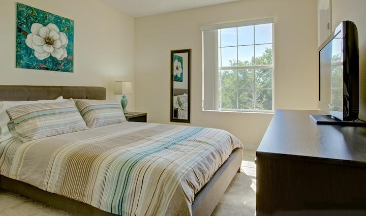 Beautiful decorated and Comfortable Master Bedroom - 3 Bedroom Vacation Townhomes with Resort Amenities - Kissimmee - rentals
