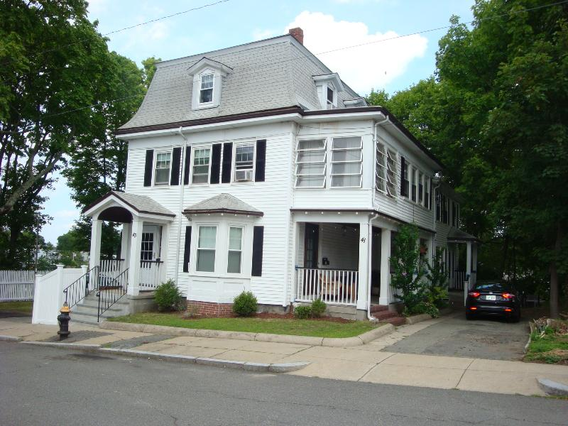 Large 4 bedroom 2 bathroom house that sleeps 12. - Historic House Renovated for Modern Convenience - Boston - rentals