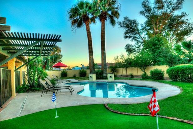 New putting green and large heated diving pool with waterfalls. - Amazing LOCATION & HEATED POOL/Spa/Putt/Fire - Cave Creek - rentals