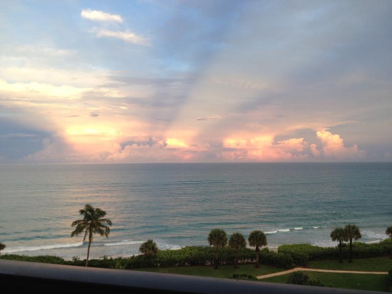 Ocean - Oceanfront, Beautiful Condo in Jupiter 30 day Min. - Jupiter - rentals