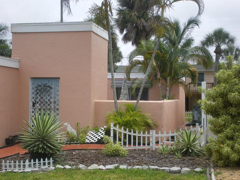 house front - COURTYARD COTTAGE- walk to the beach - Fort Myers Beach - rentals