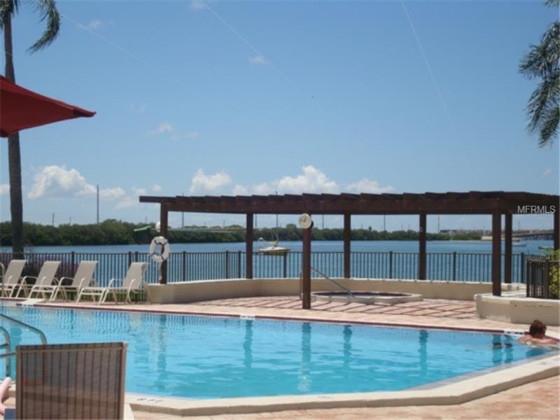 Pool with bay view. - Isla Del Sol - updated throughout. Beaches 5 minutes. - Saint Petersburg - rentals